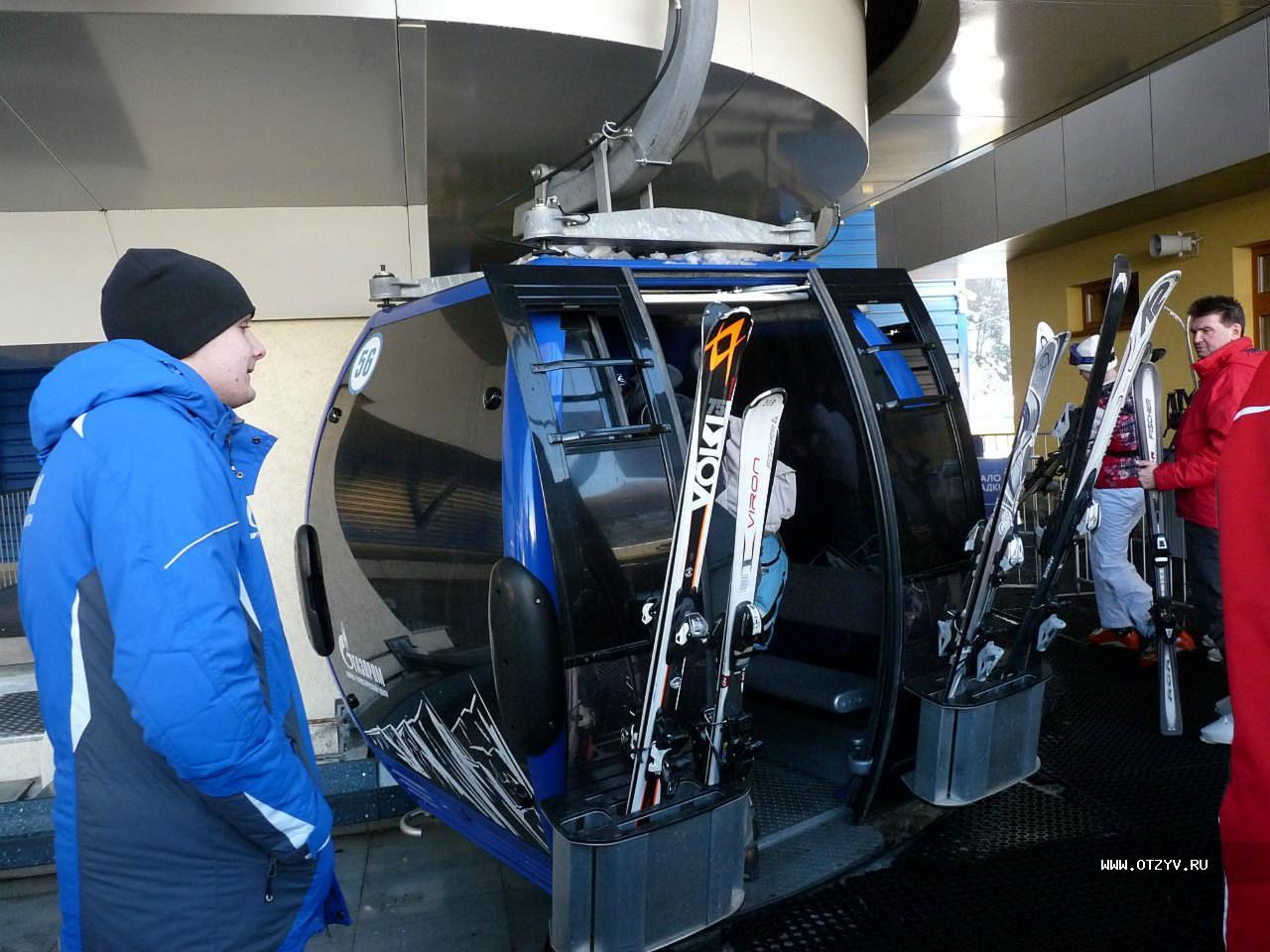 Т.к. мы не лыжники, то просто покупаем билеты на обзорку на канатку, билет  стоит 1100. На входе проверяют как в аэропорту. Очередь подходит за 7 минут. 50a47847c6f