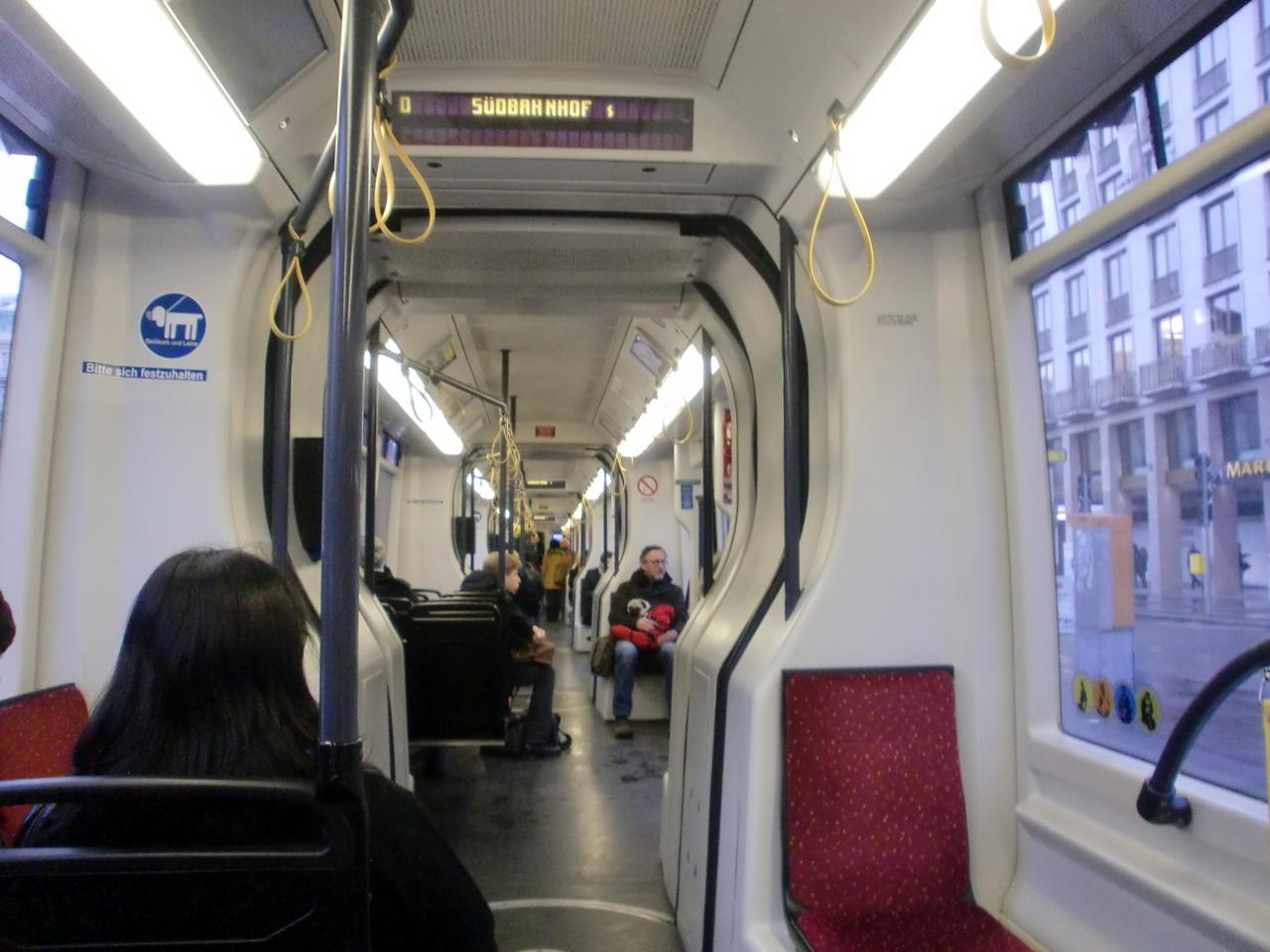Японку в трамвае 11 фотография