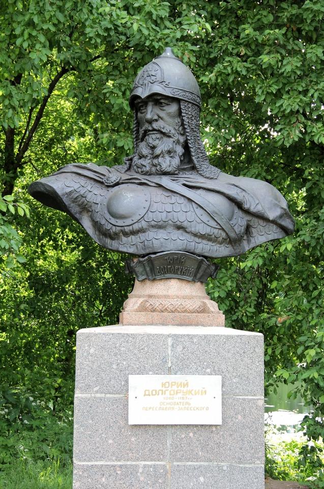 Памятник с семейный Переславль-Залесский Лампадка из лезниковского гранита Ломоносов