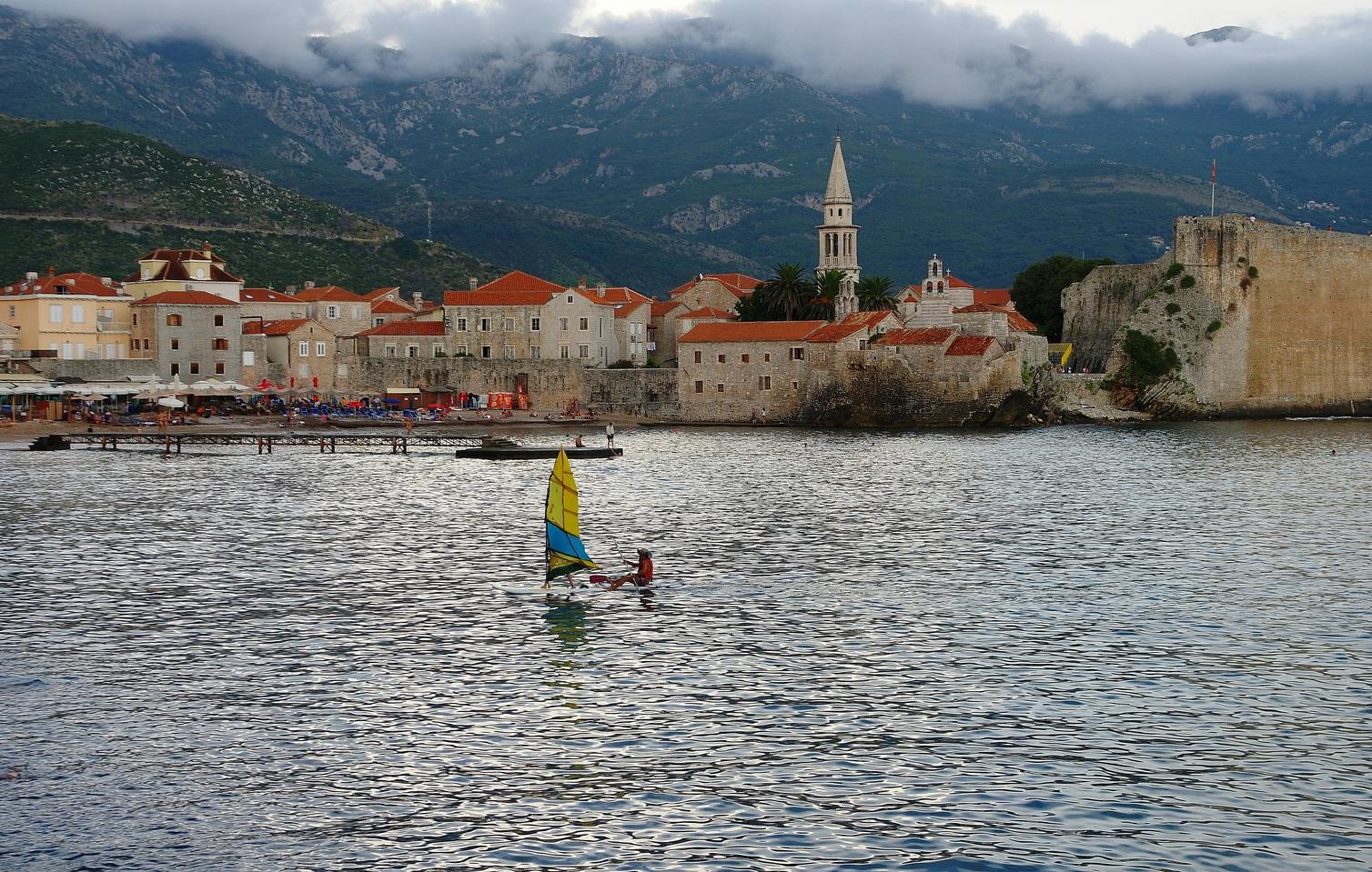 Август в Черногории достаточно жаркий, кроме высокогорных местностей