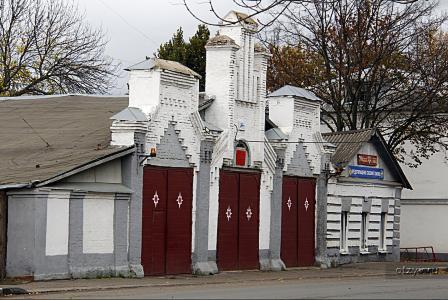 Мемориальный комплекс с арками и колонной Усть-Катав