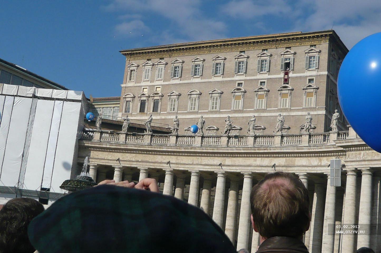 По каким дням папа римский выходит на балкон для обращения к.