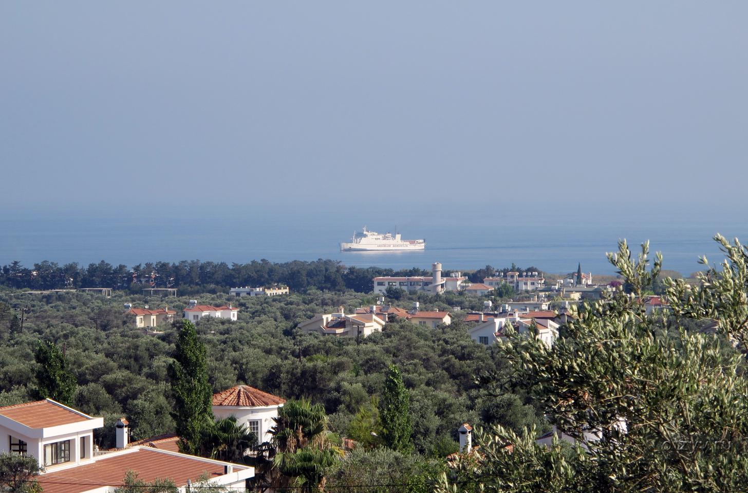 Панорама на Кирению с высоты горы Бешпармак