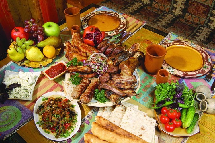 Երկիրս զվարճանում է...Տարեմուտին հայերիս սեղաններից անպակաս խոզի բուդն ի՞նչ կապ ունի Հիսուսի ծնունդի հետ