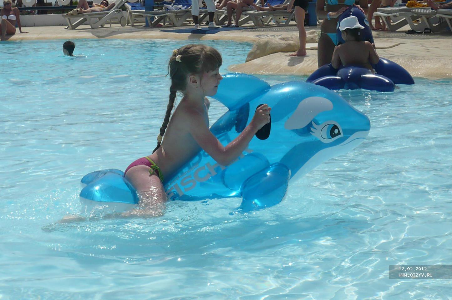 У баб в бассейне фото 12 фотография