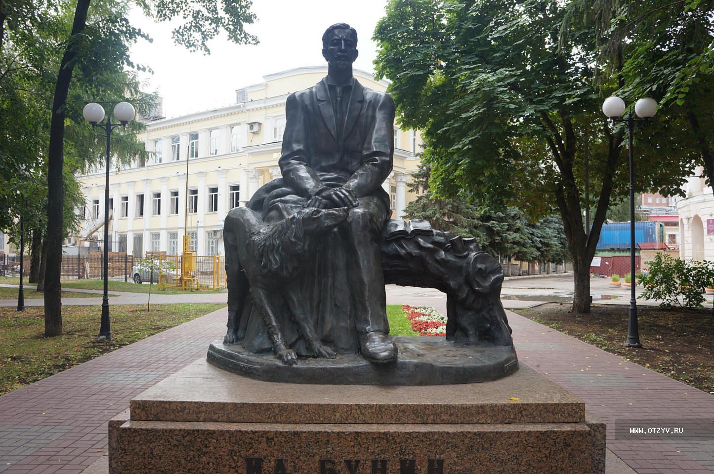 Памятник на могилу в череповце памятник с семейный Красновишерск