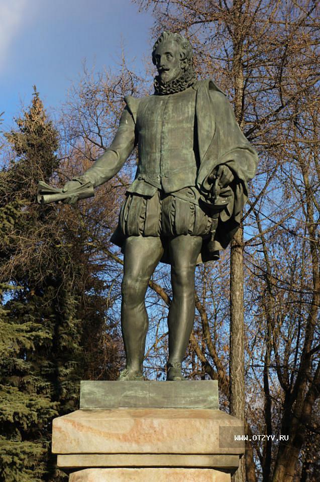 Чем отличается памятник от скульптуры заказать памятники из гранита астана