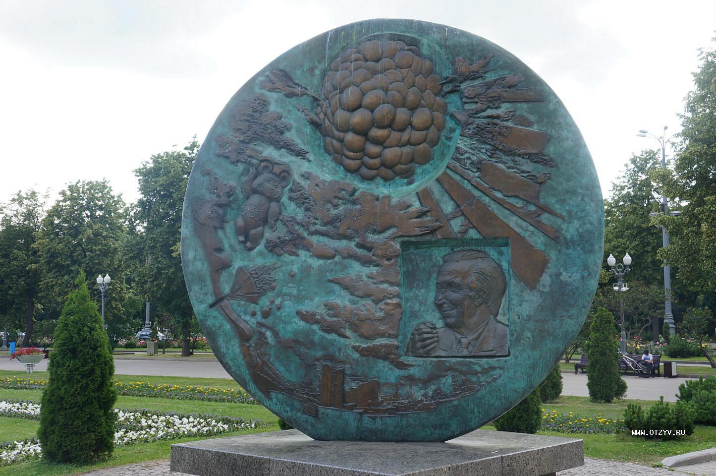 Памятники в москве фото и названия гранитные памятники челябинск интернет магазин