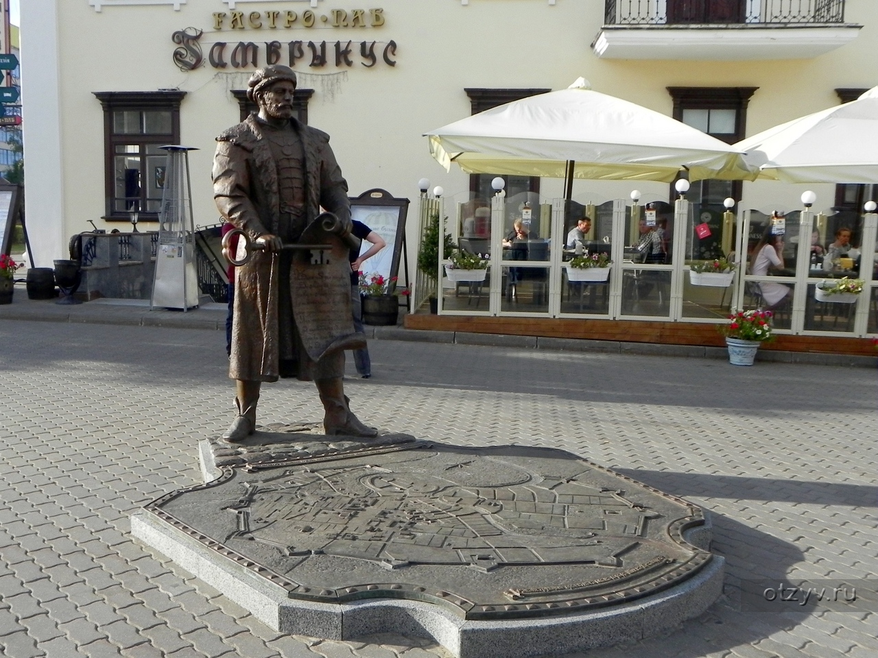 Памятник магдебургскому праву в минске красивые надгробные надписи для мамы