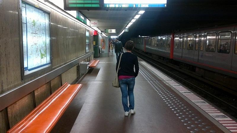 Японскую маму потрогали в поезде