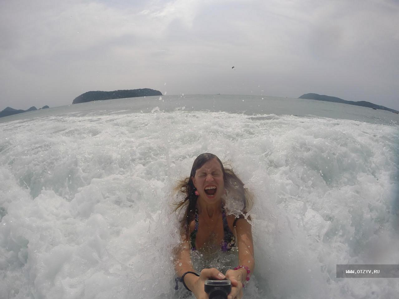 Фото в экстрим купальнике на обычном пляже 17 фотография