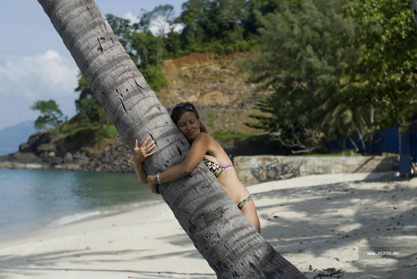 Фото в экстрим купальнике на обычном пляже 6 фотография