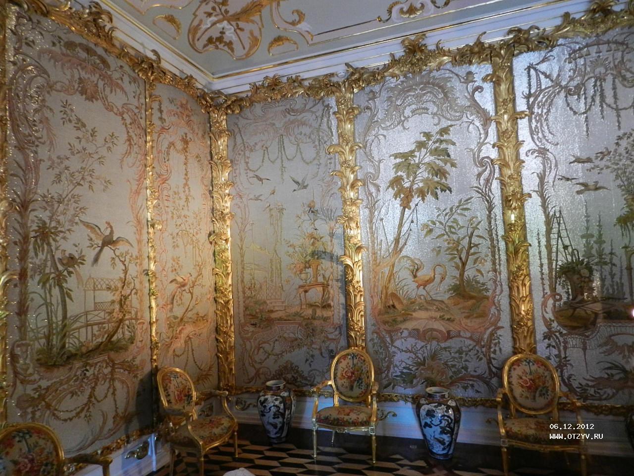 «Стеклярусный кабинет» полностью отображает масштабы использования вышивки
