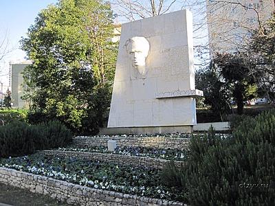 Мемориальный комплекс с барельефом в человеческий рост Пролетарск Эконом памятник Арка Рузаевка