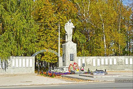 Памятник с крестом Макарьев Памятник Скала с колотыми гранями Повенец