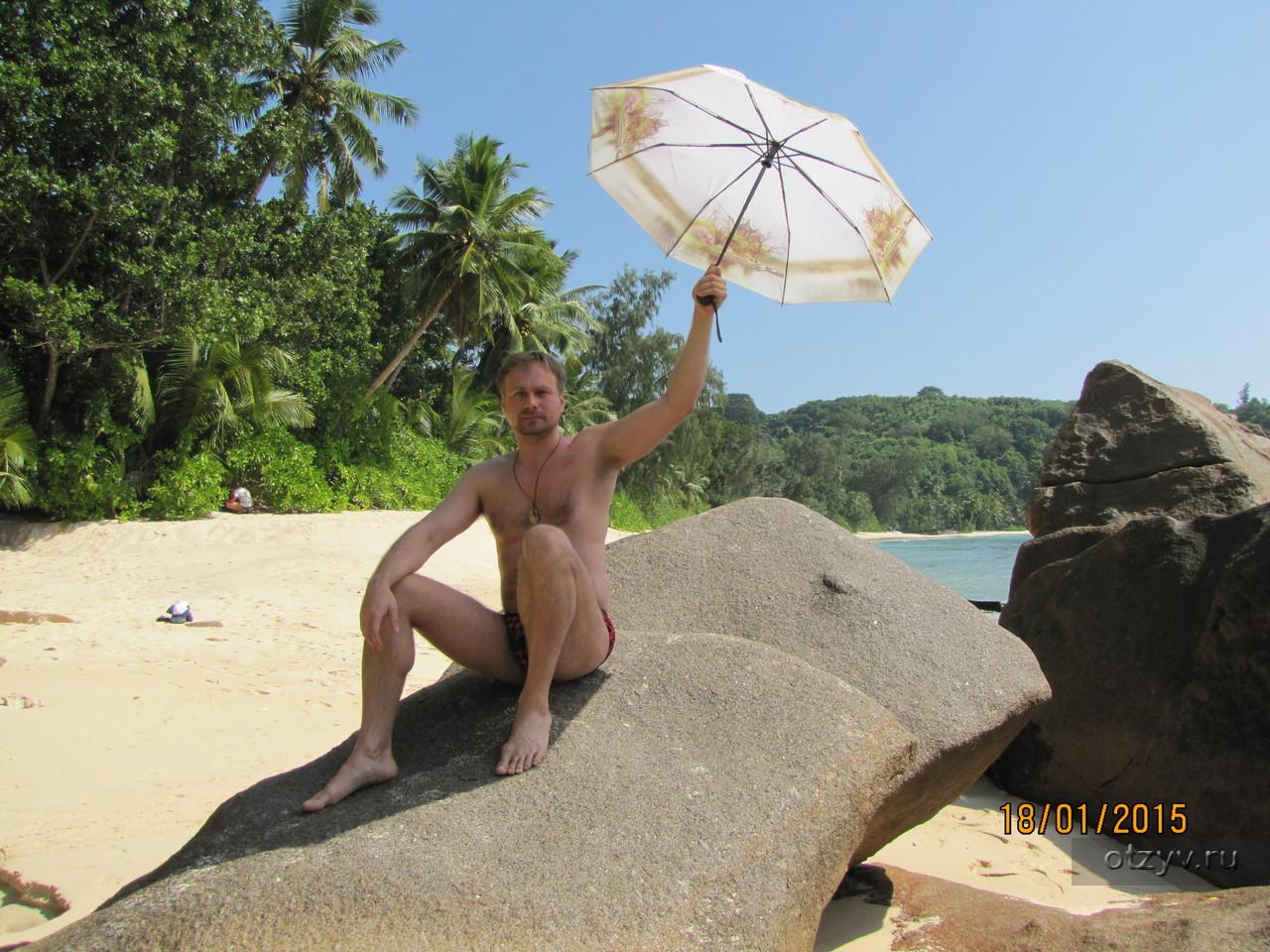Парочка решила прибавить к себе одного на пляже к сексу с ними