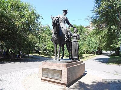 Памятник Роза из двух видов гранита Болхов сколько стоит установка памятника на могилу в челябинске
