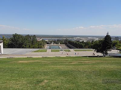 Мемориальный одиночный комплекс из двух видов гранитов Парк Культуры памятник с ангелом Благовещенск, Башкирия