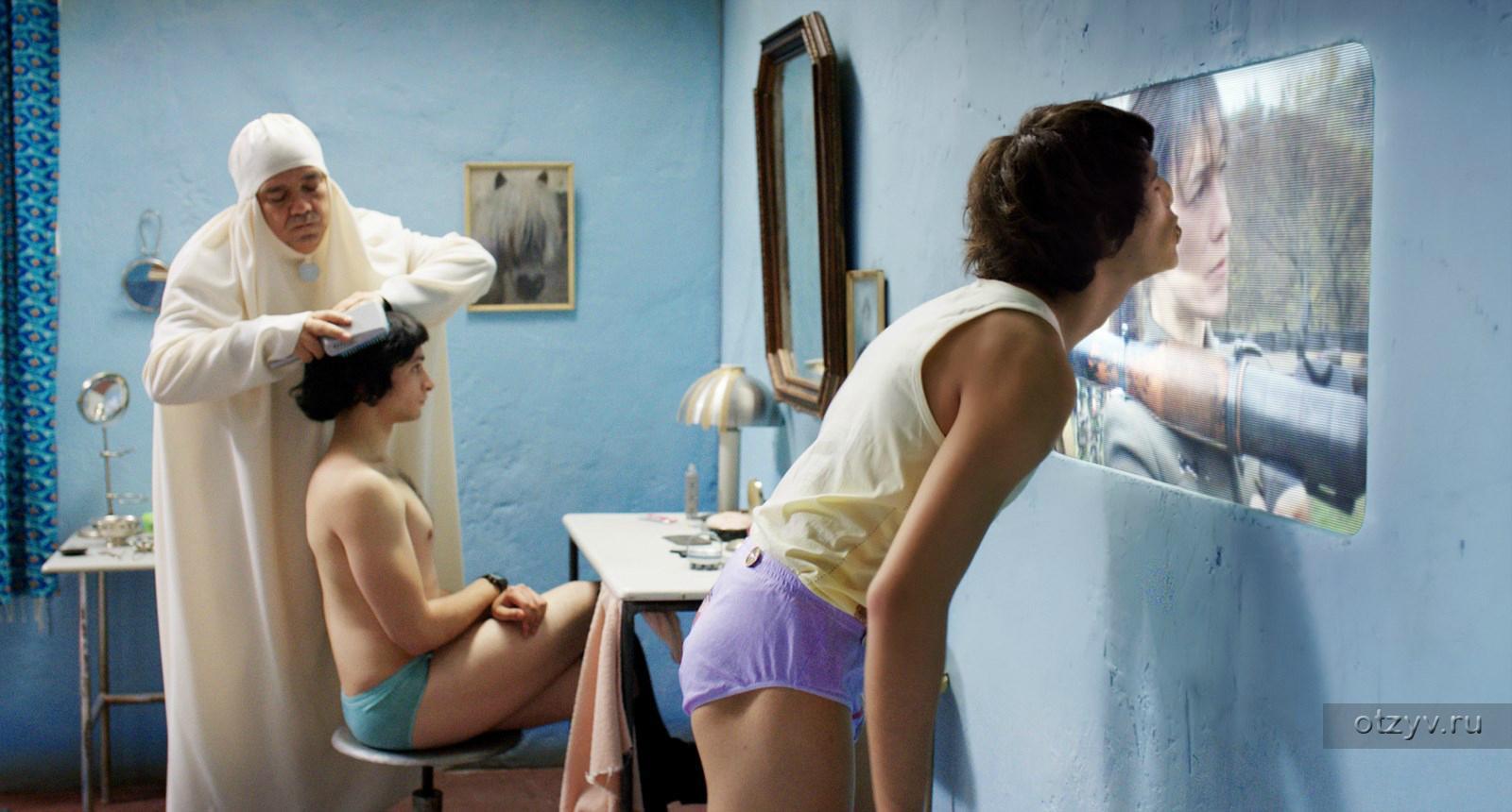 porno-film-seks-v-korolevstve-intimnoe-video-devushek-iz-ekaterinburga