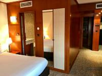 Goldstar Resort & Suites