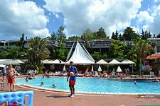 Pine Bay Holiday Resort ����